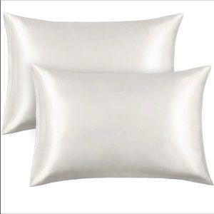 Silk/ satin pillowcases (2) White Queen size 🆕